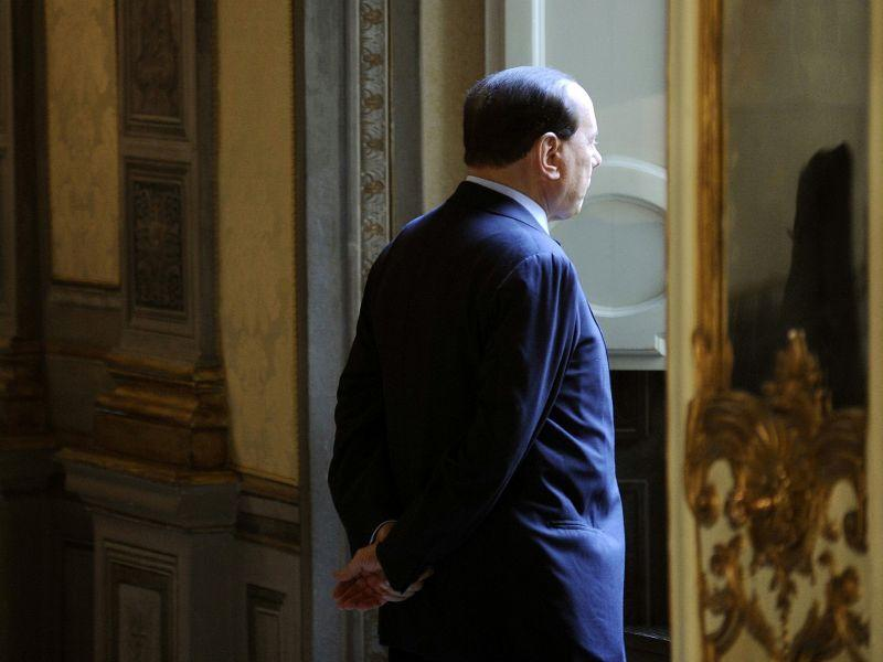 images/galleries/Berlusconi-spalle-finestra.jpg