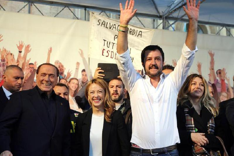 images/galleries/berlusconi-meloni-salvini-bologna-02.jpg