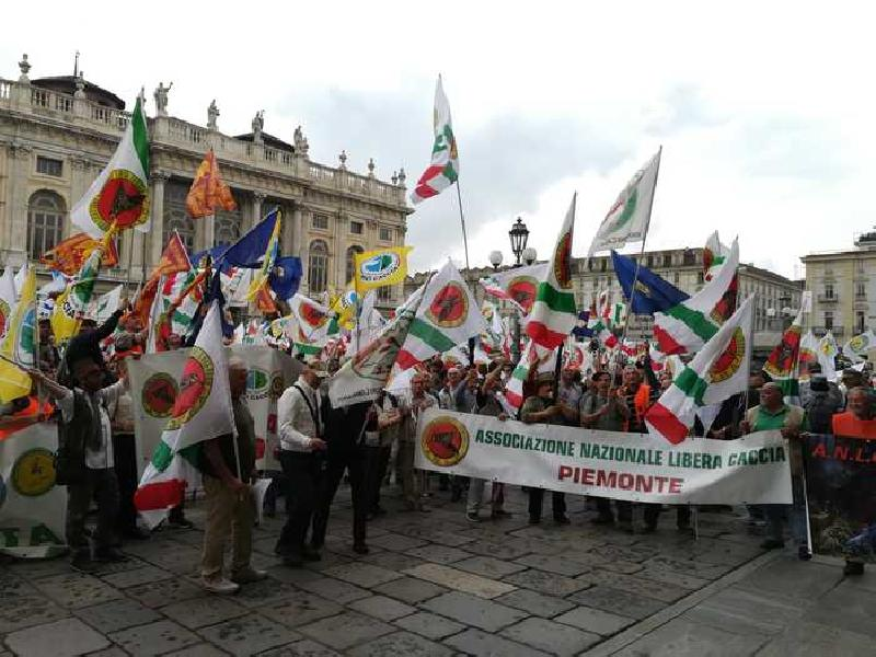 images/galleries/caccia-protesta-regione.jpg
