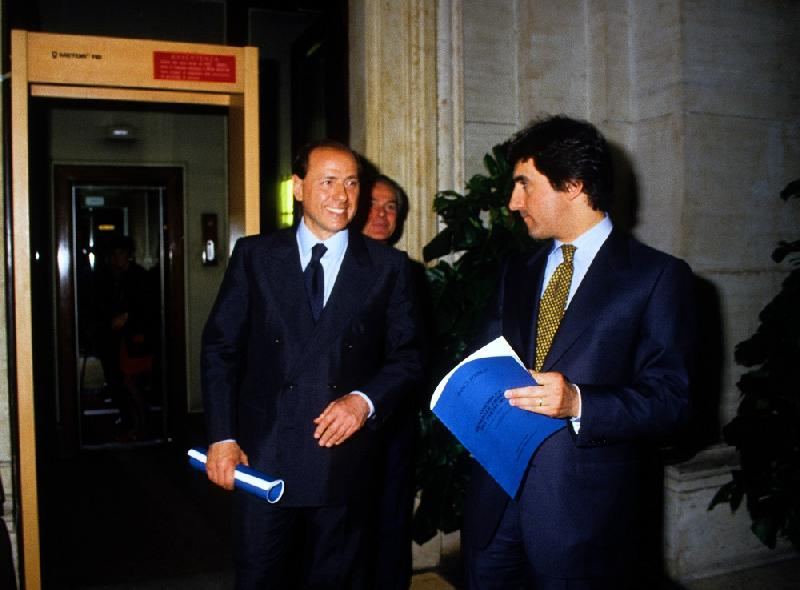 images/galleries/cairo-berlusconi-giovani-.jpg