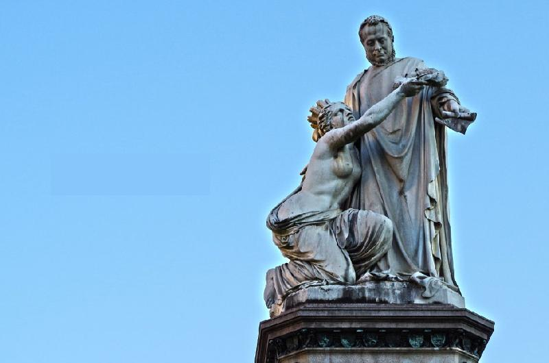 images/galleries/cavour-monumento-carlina.jpg