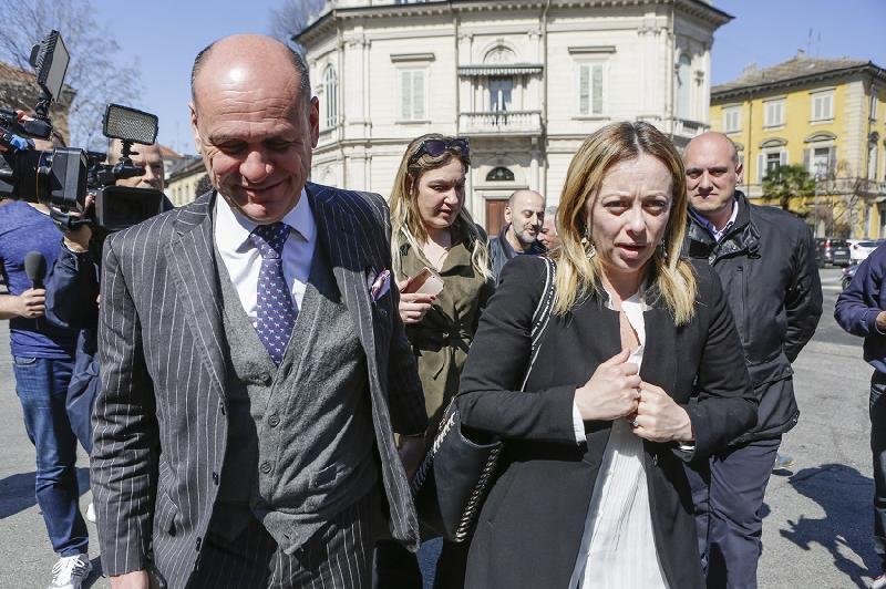 Giorgia Meloni, doppia mossa: presidenzialismo e taglio dei senatori a vita