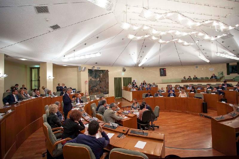 Senatori consiglieri regionali ma eletti lospiffero com for Quanti senatori