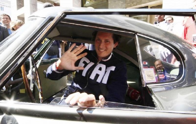 images/galleries/elkann-auto-saluta.jpg