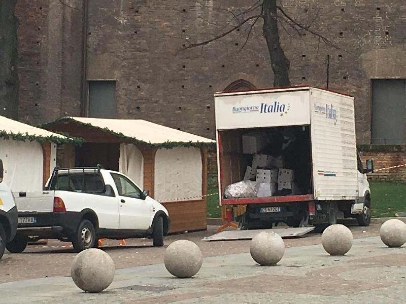 images/galleries/mercatino-natale-camion.jpg