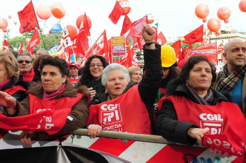 Manovra, sindacati in piazza contro il blocco delle pensioni