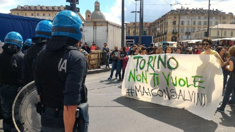 images/galleries/salvini-contestato-torino.jpg