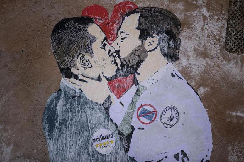 images/galleries/salvini-di-maio-murales-01.jpg