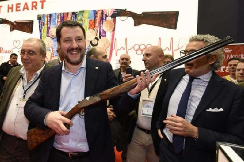 images/galleries/salvini-fucile-001.jpg