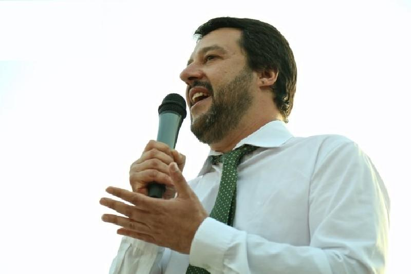 images/galleries/salvini-microfono-6656.jpg