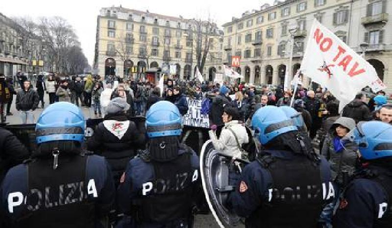 images/galleries/tav-scontri-polizia-22.jpg